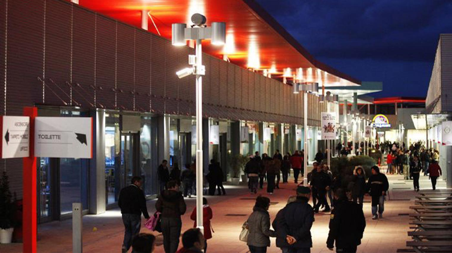 the best attitude 2a0fc 5c15d Shopping all'outlet di Castel Romano a Valmontone